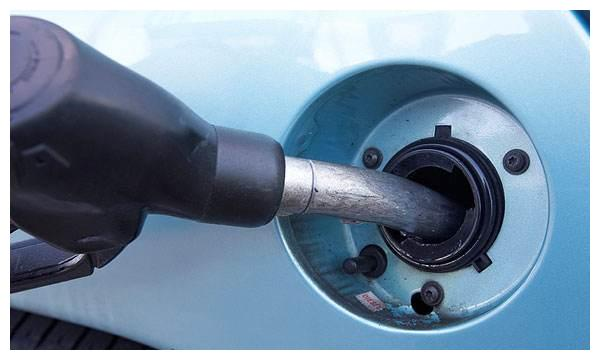 汽车别再<em>测试油</em>箱警示后跑多远,油箱球阀故障很危险