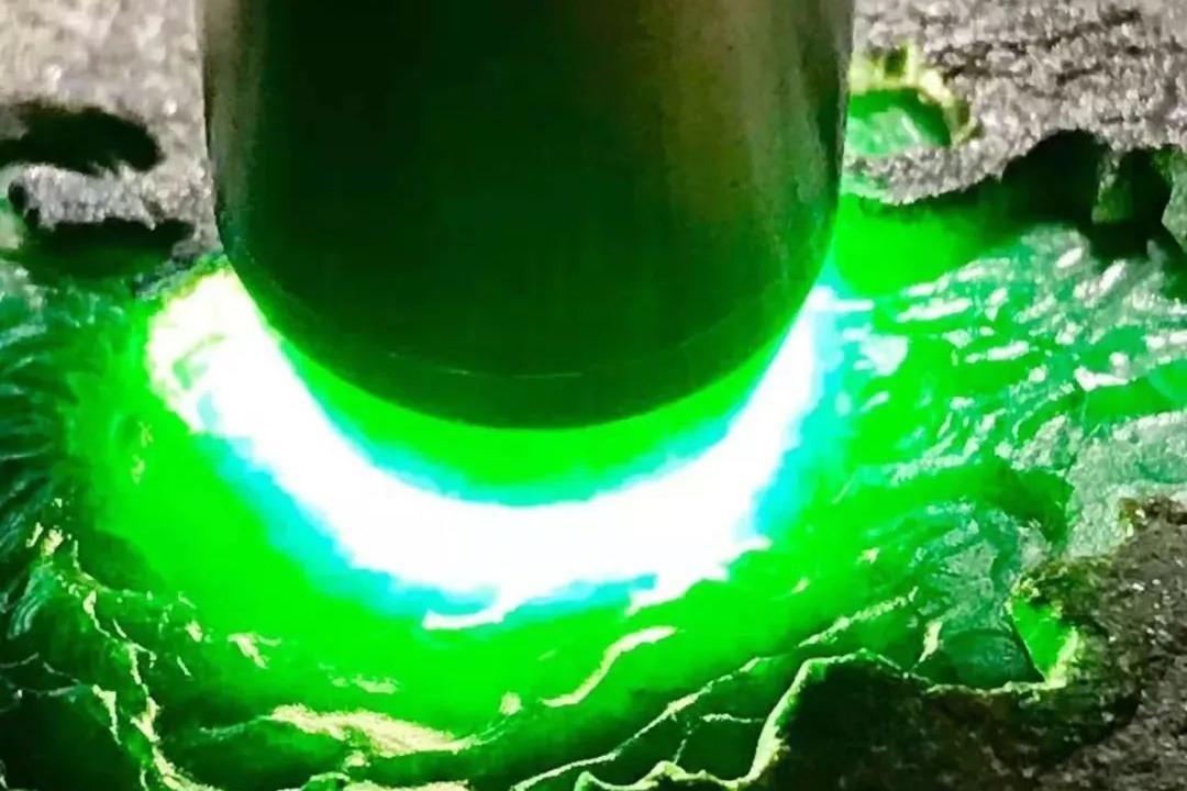 翡翠原石:老场口莫湾基冰阳绿