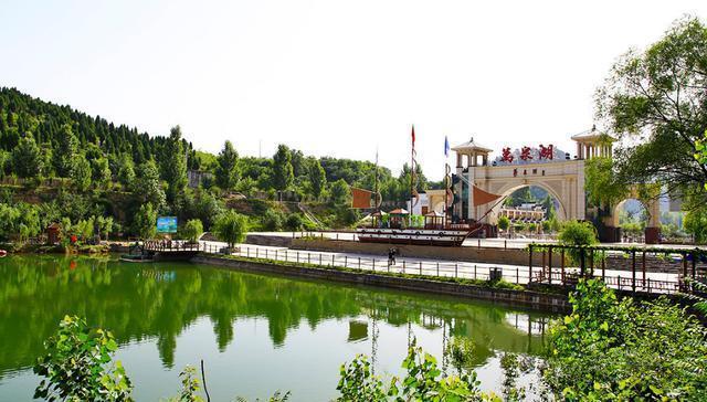 万泉湖为淇淅河湿地公园,国家4a级旅游景区.图片