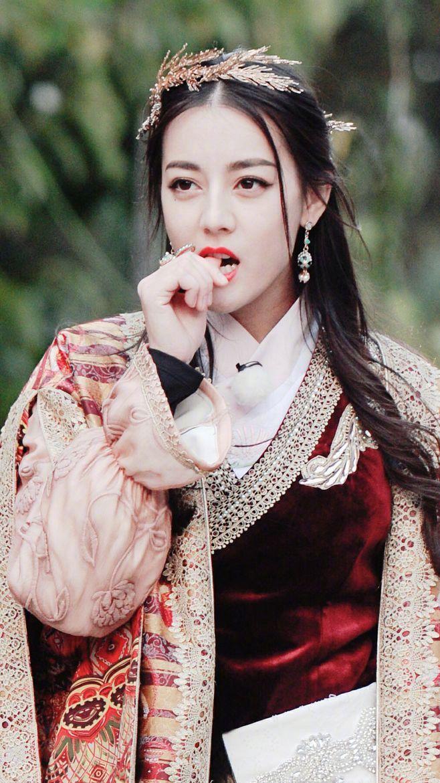 迪丽热巴 化身热情满满的异域公主,可爱 呆萌 又美丽.