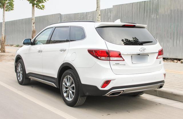 这款韩系进口车实力媲美汉兰达,车长达5米,配备2.2T柴油机