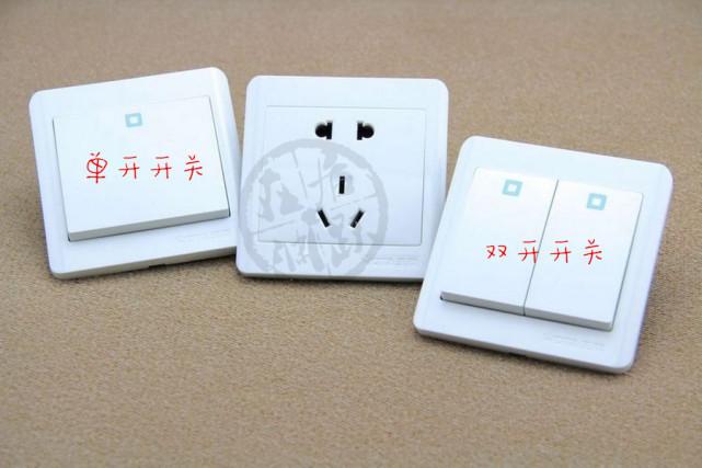 三接线柱的双联单控开关和一切单联双控开关的接线柱都一样▼