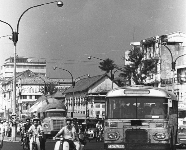 满满的80,90年代记忆,但这却是60年代西贡的景象!图片