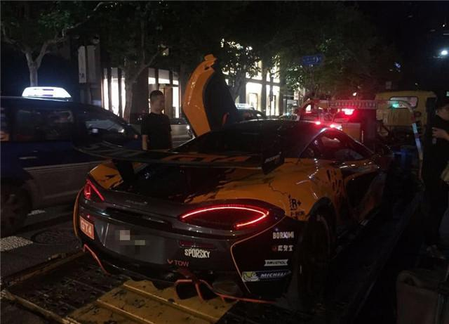 冯绍峰同款迈凯伦,一个原因无法上牌,出行还得靠拖车!