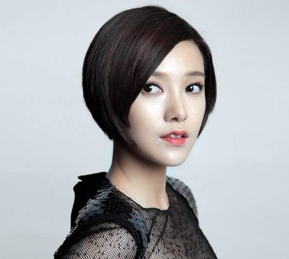 郭采洁把短发再剪短,头顶爱心刘海小卷毛变身酷帅女孩图片