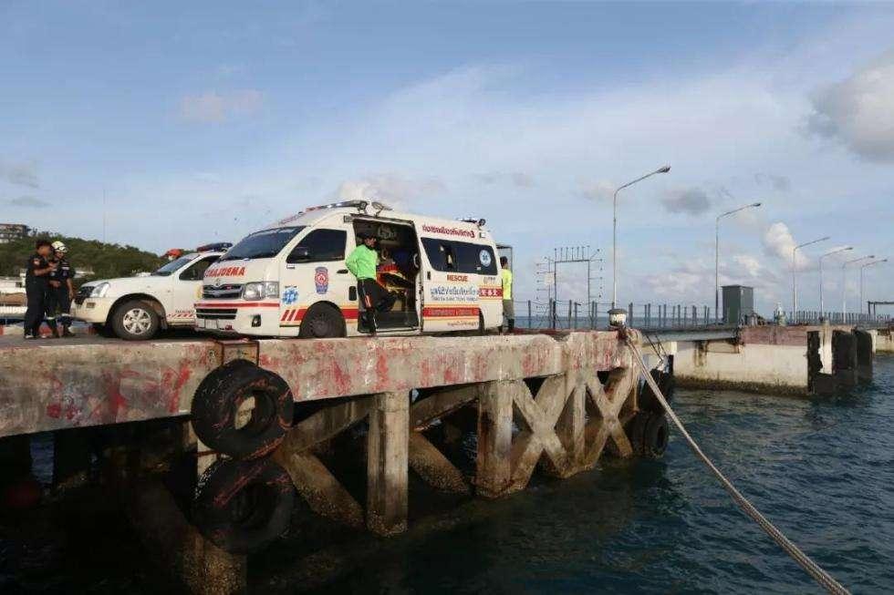对于当天在沉船下面新发现一名遇难者遗体,威拉萨在回应中新社记者提问时说,由于尚未将这名遇难者遗体打捞上来,无法确认其身份,因此事故遇难者人数暂未将其计入。截止目前已经打捞上来的遇难者为41名,失联人员仍为15人。当天,泰国出动了军方和水警进行搜救。威拉萨表示,搜救行动将继续进行,绝不放弃任何希望。来自中国交通运输部和浙江海宁的两支救援队也已加入同泰方一起展开救援工作。此次事故中遇难中国游客的家属正陆续抵达普吉。中国驻宋卡总领馆8日表示,经中方推动,泰国普吉府政府专门设立两个24小时中文热线电话,为游船倾覆
