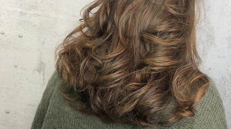 妹纸极度受损发 ,还要发型师烫韩式大卷图片