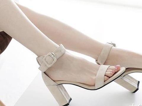8双精致凉鞋衬玉足, 穿出夏日时尚女人味