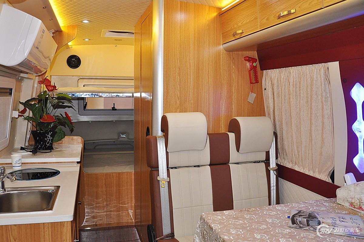 配备家用空调、家用冰箱,39.8万起考斯特自动挡B型房车