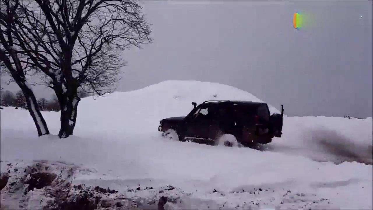 二哥任性驾驶路虎发现在深雪地装酷!接下来却被彻底打脸