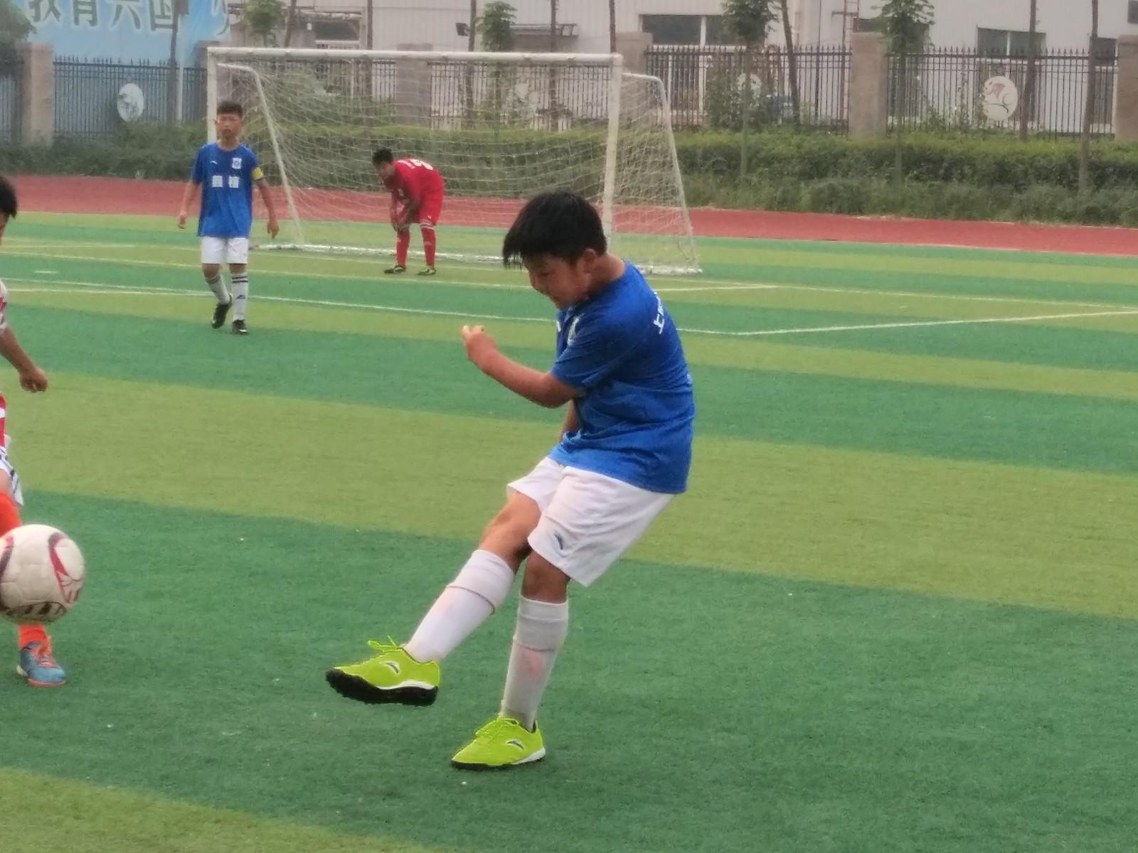 郑州上街区中心路小学足球队再获市长杯冠军
