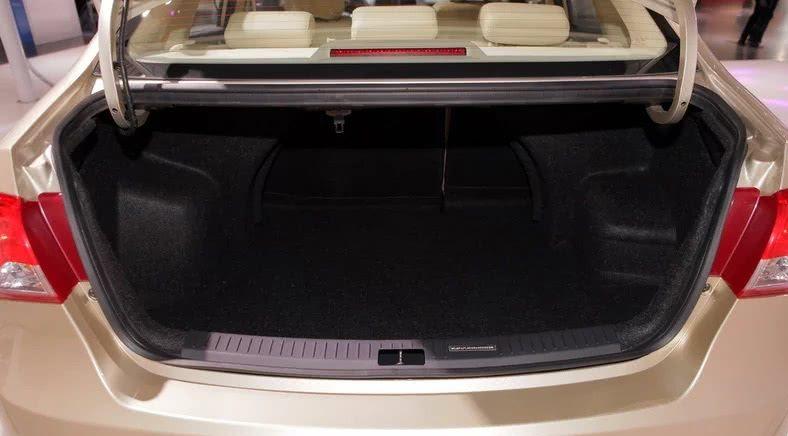 亲民的紧凑型轿车,4万多起,高配还不到7万,全系标配盘刹