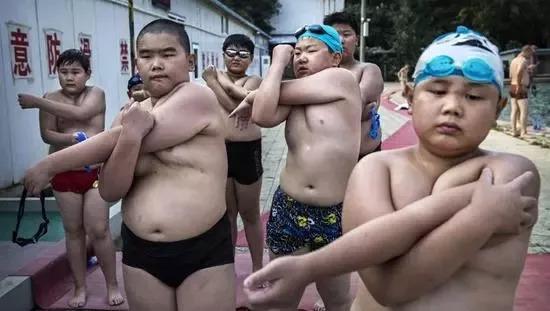 中国小学生参加个
