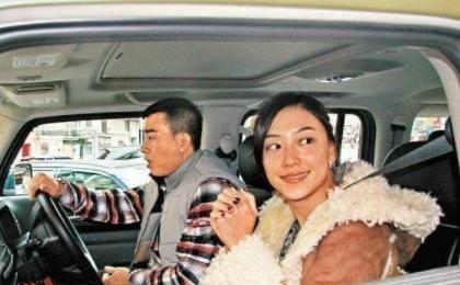 陈小春妻子和车子十年都没换,却是因为这点,网友:换了我也不换