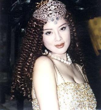 她是中国第一美妇曾离婚坐牢,47岁拿选美冠军,70岁成美艳整容脸