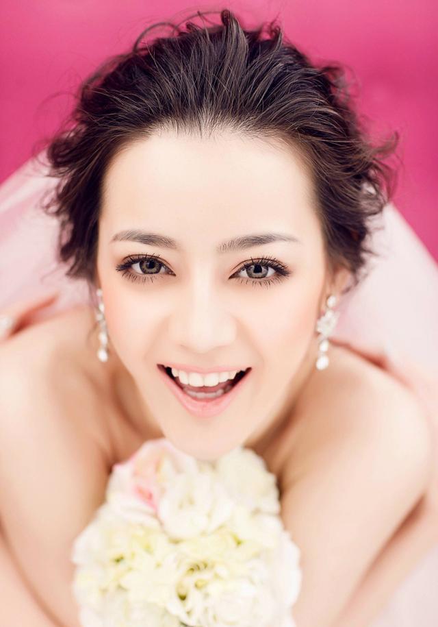 赵丽颖不化妆暴露脸上缺陷 林更新化上娘装无法直视