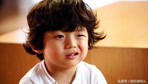 还有一个小孩也曾被很多网友截图做过表情包,就是电影《非常主播》
