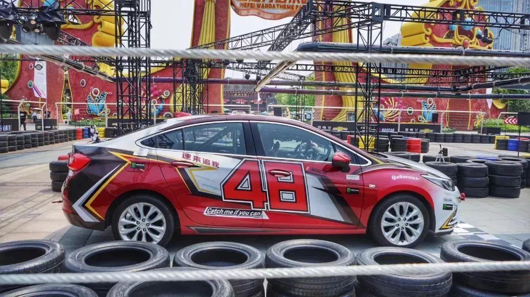 把NASCAR赛车运动搬到城市CBD,科鲁兹是如何做到的?