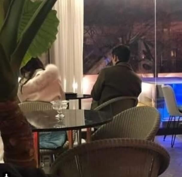 Rain金泰希趁女儿入睡享受二人世界,夫妻在餐厅聊天至深