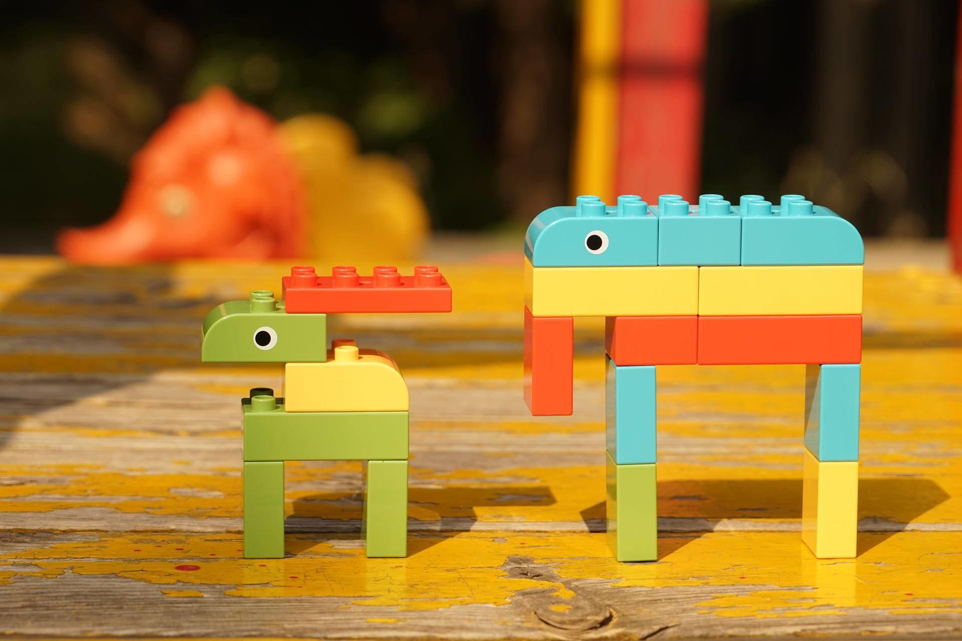 米兔积木面对小朋友的大粒尿酸玻教程鸭微积木玩具图片