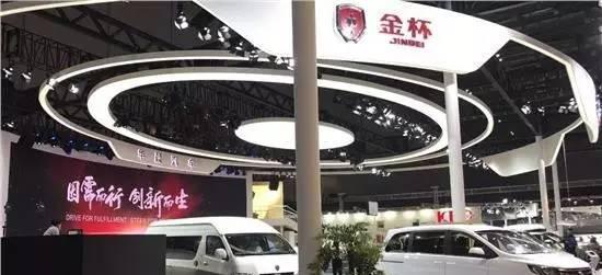 山寨版王菲谢霆锋惊现上海车展, 为山寨车型呐喊助威