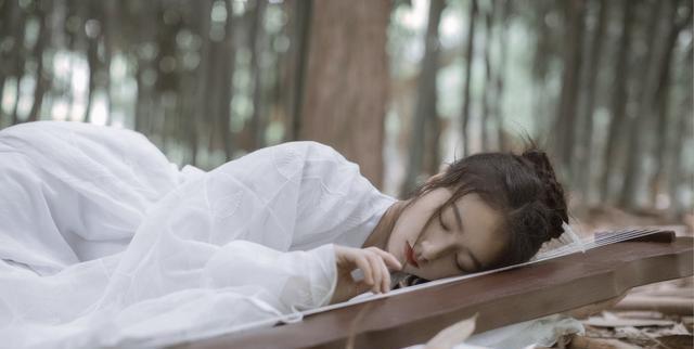 古风美女佛系白衣清纯写真 古装头像壁纸 美人抚琴
