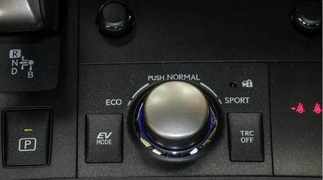 品牌豪华不输奔驰宝马, 油耗仅需3L, 颜值比A6帅, 仅25万要火