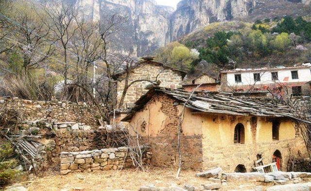 一个1000多人的小山村,却一夜之间消失无踪,至今成未解之谜图片