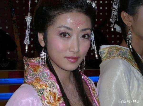 天仙配11年,黄圣依靠土豪儿子再次走红 而她被一巴掌扇出娱乐圈