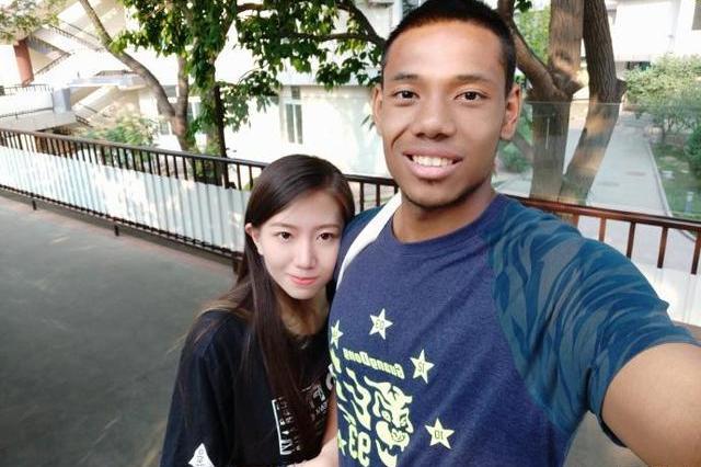 大学女生爱黑棒视频_又一中国女生爱上黑人球员男友!号称北大詹姆斯,两人