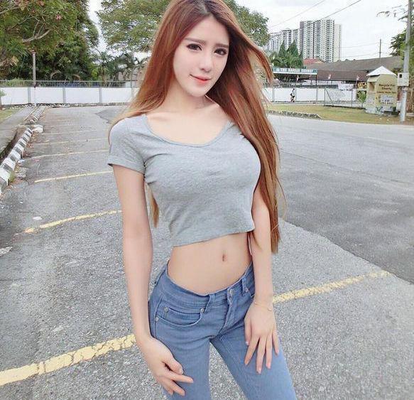 腰细的美女穿上紧身裤后,显得胯好大!