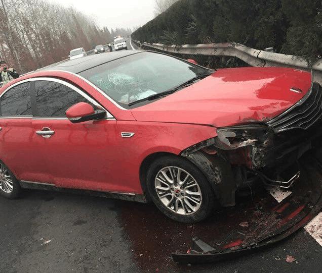 大姨夫驾荣威550, 在时速120迈下发生交通事故, 安全系数忒高