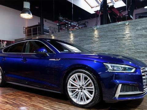 蓝色的奥迪新S5 Sportback很酷,动力还是很强劲的
