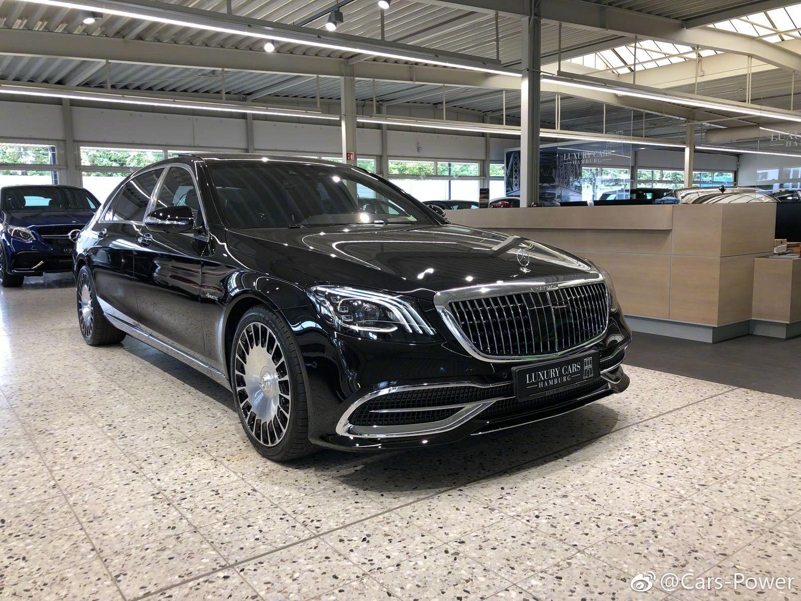奔驰新迈巴赫S560,黑色真精神。