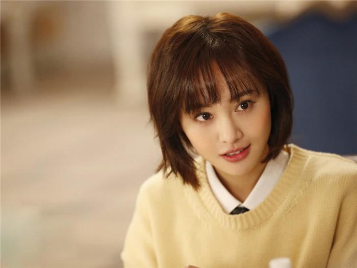 三位短发女明星,郑爽清纯,周冬雨俏皮,却都输给32岁的她