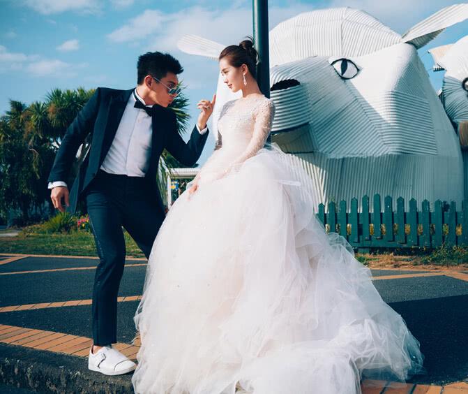 网友国外偶遇刘诗诗吴奇隆 两人素颜海钓开心度假