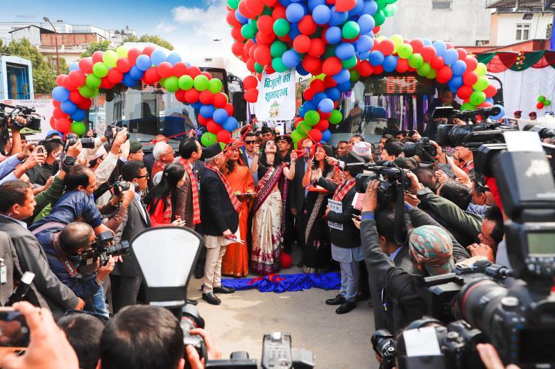 助力登山圣地守护世界屋脊 比亚迪向尼泊尔交付首批纯电动巴士