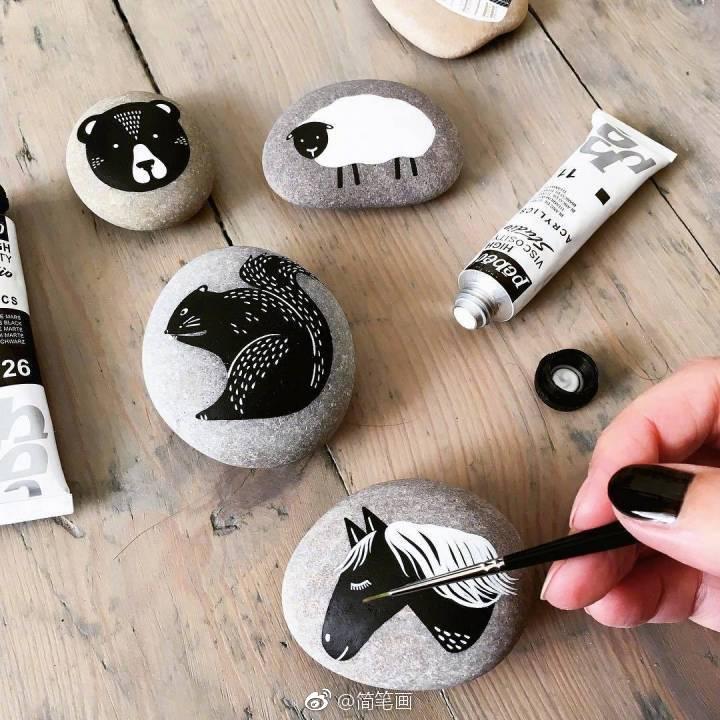 小清新黑白石头画图片