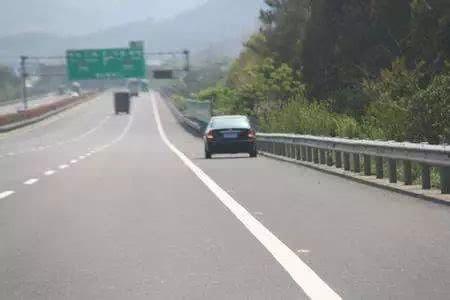 吉县开车滴,清明节高速免费哩!这么开车可能被扣12分!