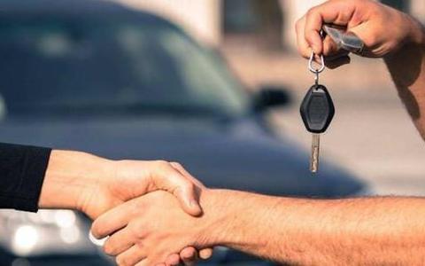 为何二手车市场大多是八成新的车,价格却很便宜?老板说出..
