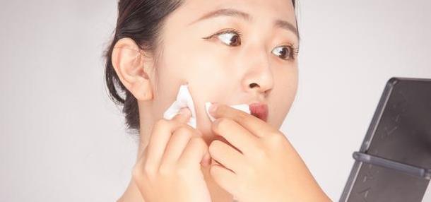 春季過敏,臉上長小紅疙瘩還特別癢怎么辦?