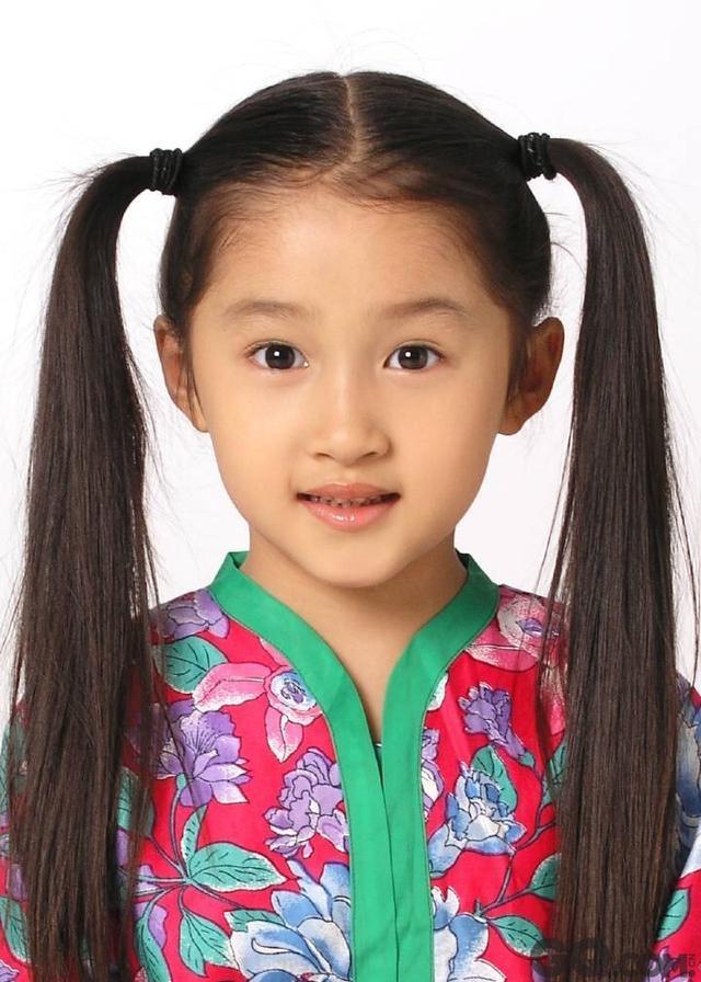 昔日童星街头流浪,林妙可关晓彤衣品被嘲,她用英文碾压江疏影图片