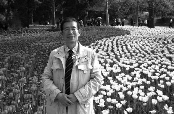 他是一位记者,曾担任人民日报驻陕西记者站站长