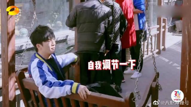 我们的师父:赵忠祥的锦鲤智商有多高?刘宇宁怎么摸都摸不到!