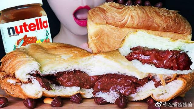 松软Nutella榛果巧克力酸奶奶油流心面包,巧克力蘑菇