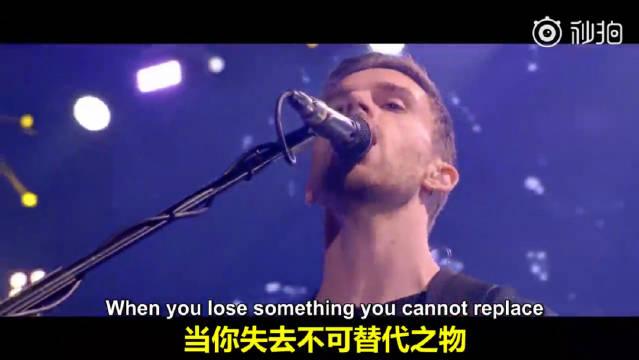酷玩乐队Coldplay在巴西圣保罗,演唱会上表演《Fix You》