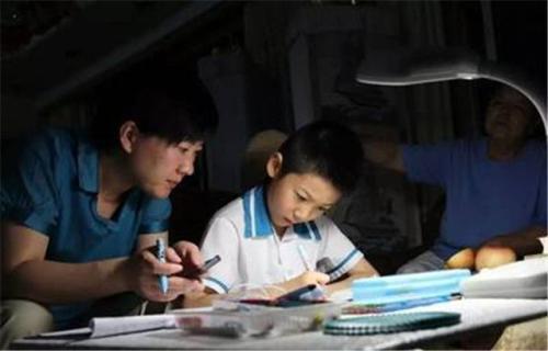"""为什么""""一线教师""""总是批判教育专家不懂教育?二者有何不同?"""