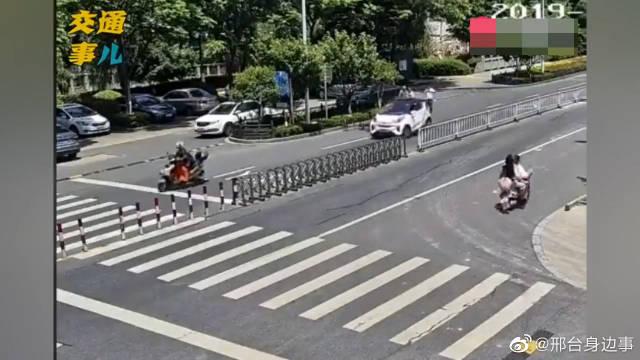 女子开车穿8厘米高跟鞋,连出3起事故!