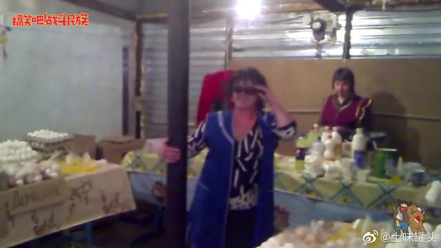 年轻的时候不简单!卖水果的外国大妈凭这段舞蹈出名了