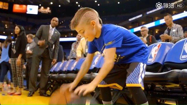 你这么大的时候在干嘛?11岁的他,通过自己的努力登上甲骨文球场